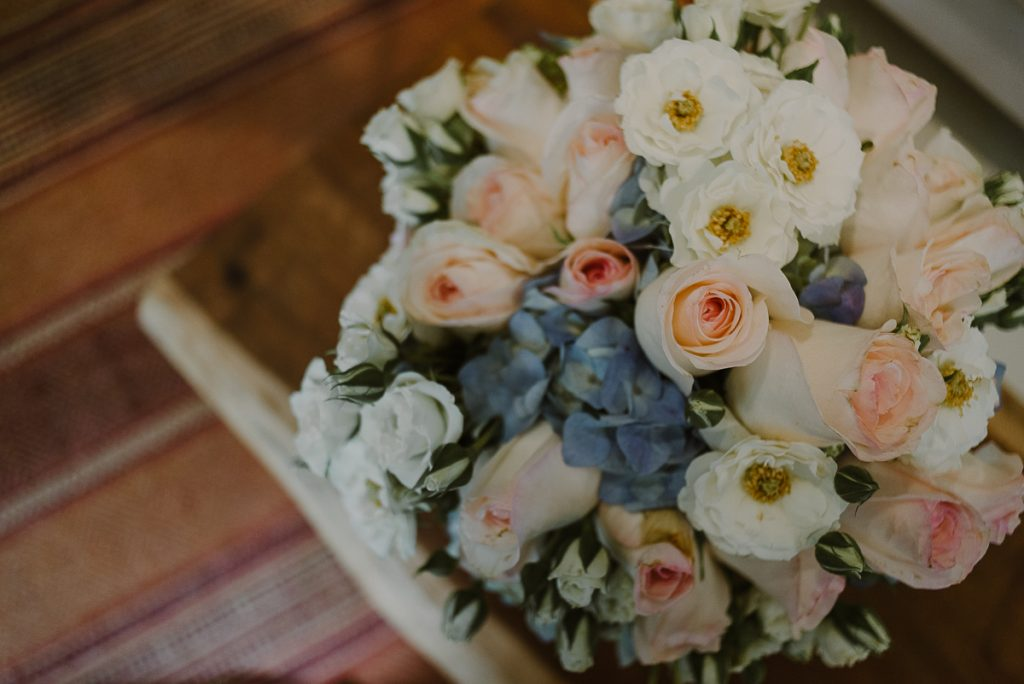 Romantic bridal bouquet at Jardin del Mar, Riviera Maya, Mexico. Caro Navarro Wedding Photography