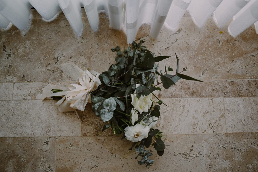 Romantic bridal bouquet at Heritage Fairmont Mayakoba by Caro Navarro Photography