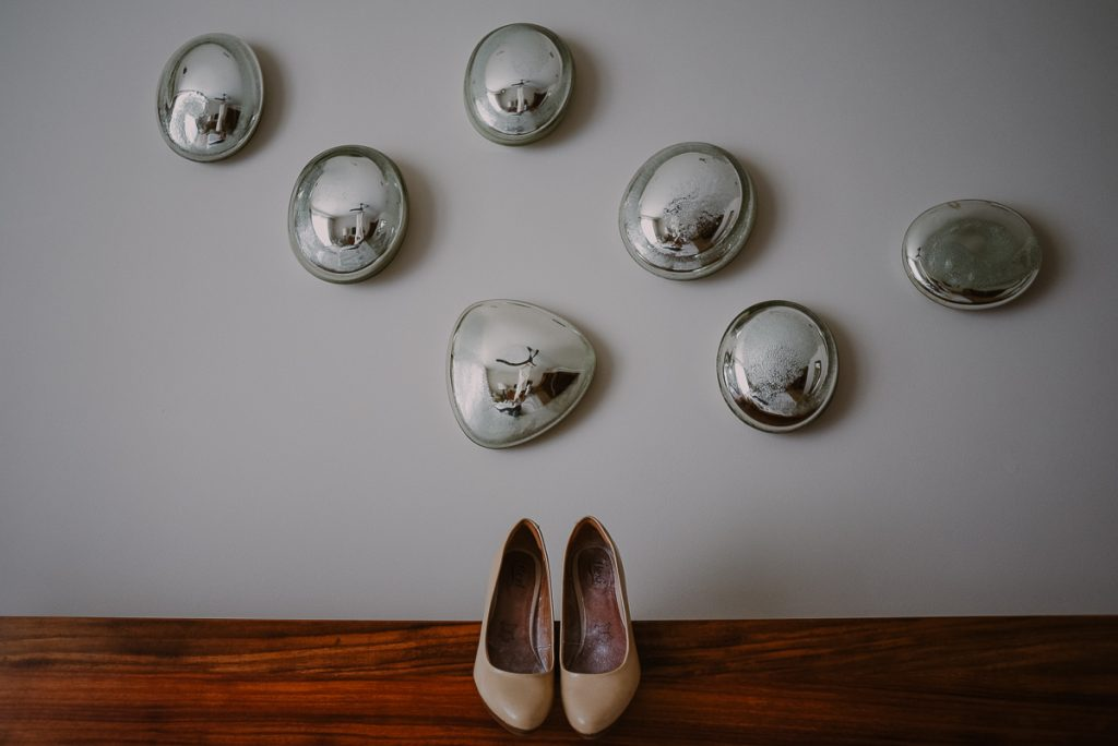 Nude bridal shoes at Heritage Fairmont Mayakoba in Mexico. Caro Navarro Photography