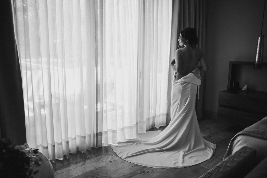 Black and white bridal portraits at Heritage Fairmont Mayakoba by Caro Navarro Photography
