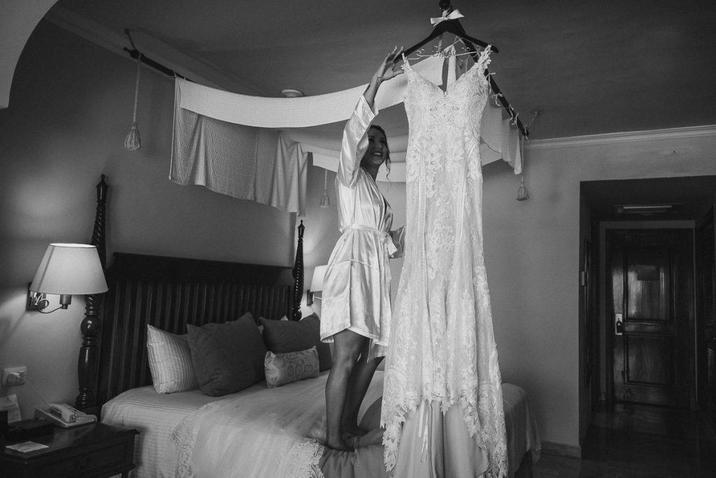 Destination bride and wedding dress at Now Sapphire Riviera Cancun, Mexico. Caro Navarro Photography