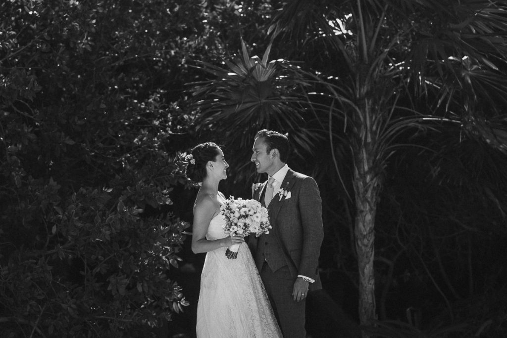 Jardin del Mar Wedding portraits in black and white. Caro Navarro Riviera Maya Photography