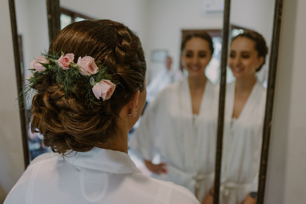 Romantic bridal hairdo. Jardin del Mar, Riviera Maya Wedding by Caro Navarro Photography