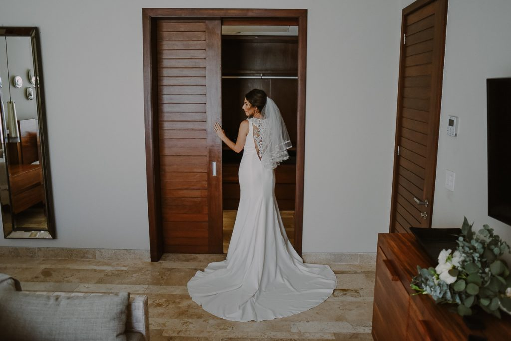 Backless lace wedding dress and veil look. Heritage Fairmont Mayakoba Wedding by Caro Navarro Photography