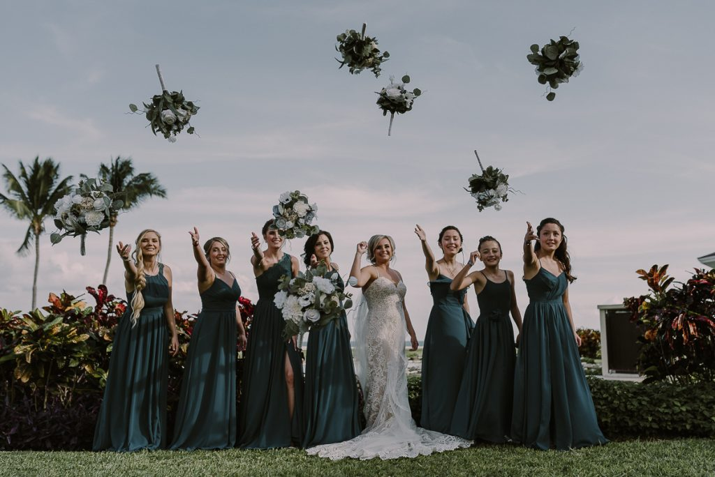 Bridal party portraits with bouquet toss. Caro Navarro Cancun Wedding Photography