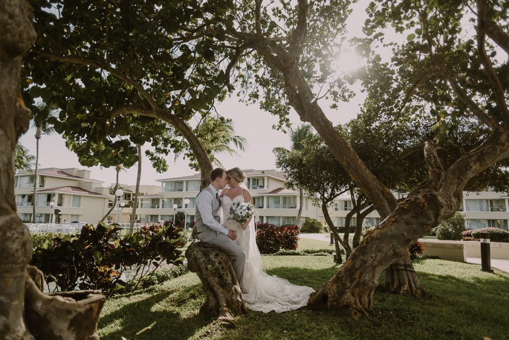 Bride and groom portraits in natural light at Moon Palace Cancun, Mexico. Caro Navarro Photography