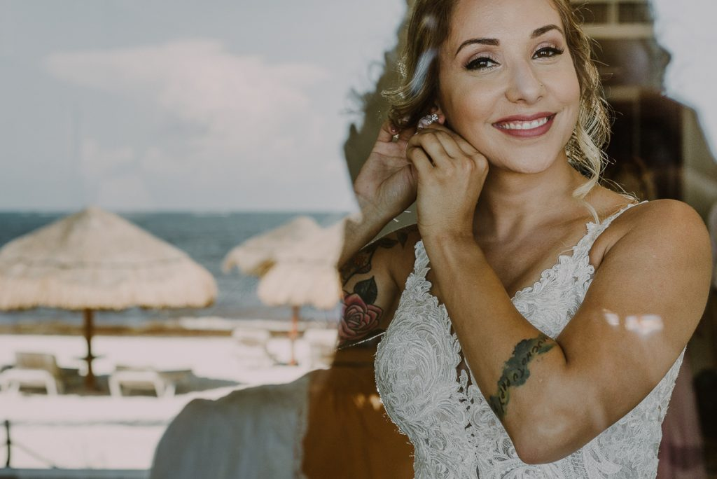 Now Sapphire Riviera Cancun Bride overlooking the beach. Caro Navarro Photography