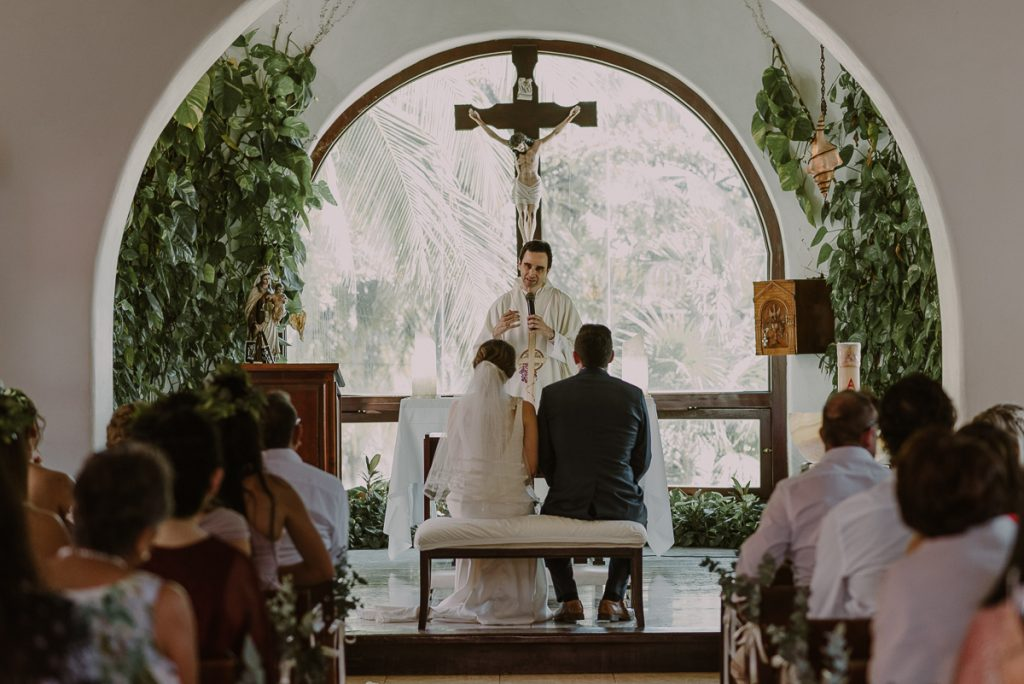 Wedding ceremony at Nuestra Señora del Carmen in Playa del Carmen. Caro Navarro Photography