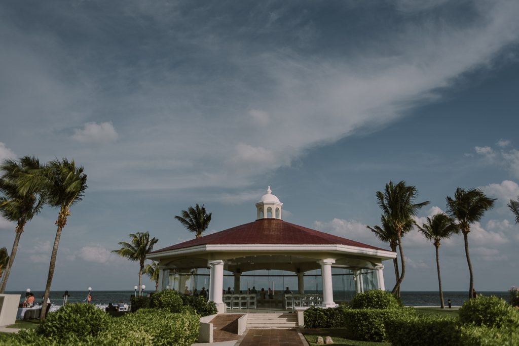 Oceanfront wedding chapel at Moon Palace Nizuc Cancun. Caro Navarro Photography