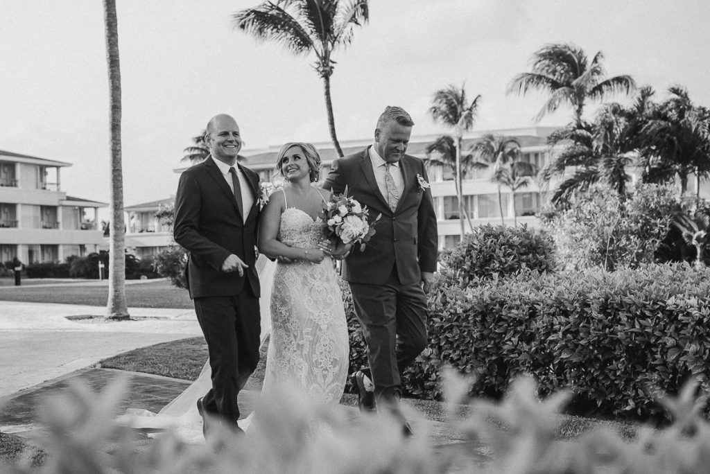 Here comes the bride. Moon Palace Nizuc Cancun Wedding by Caro Navarro Photography