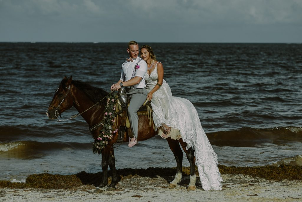 Horse wedding at Now Sapphire Riviera Cancun, Mexico. Caro Navarro Photography