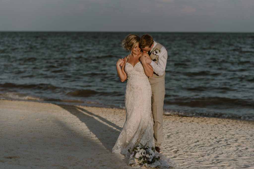 Newlyweds beach portraits at Moon Palace Nizuc Cancun, Mexico. Caro Navarro Photography