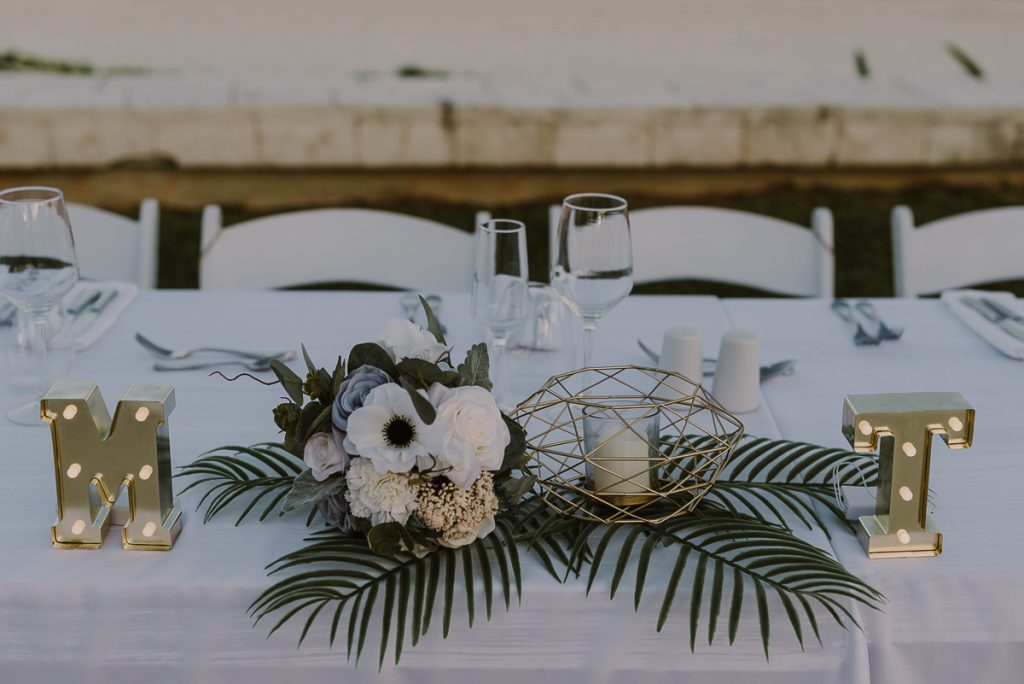 Sweethearts table at Moon Palace Nizuc Cancun Wedding by Caro Navarro Photography