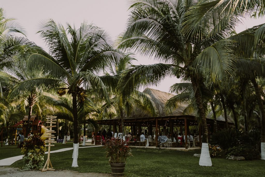 Private garden wedding venue in Playa del Carmen, Mexico. Caro Navarro Photography