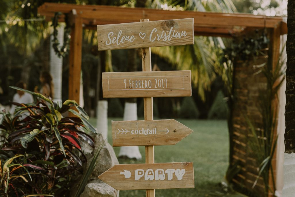 Wooden wedding signs for reception in Playa del Carmen, Mexico. Caro Navarro Photography