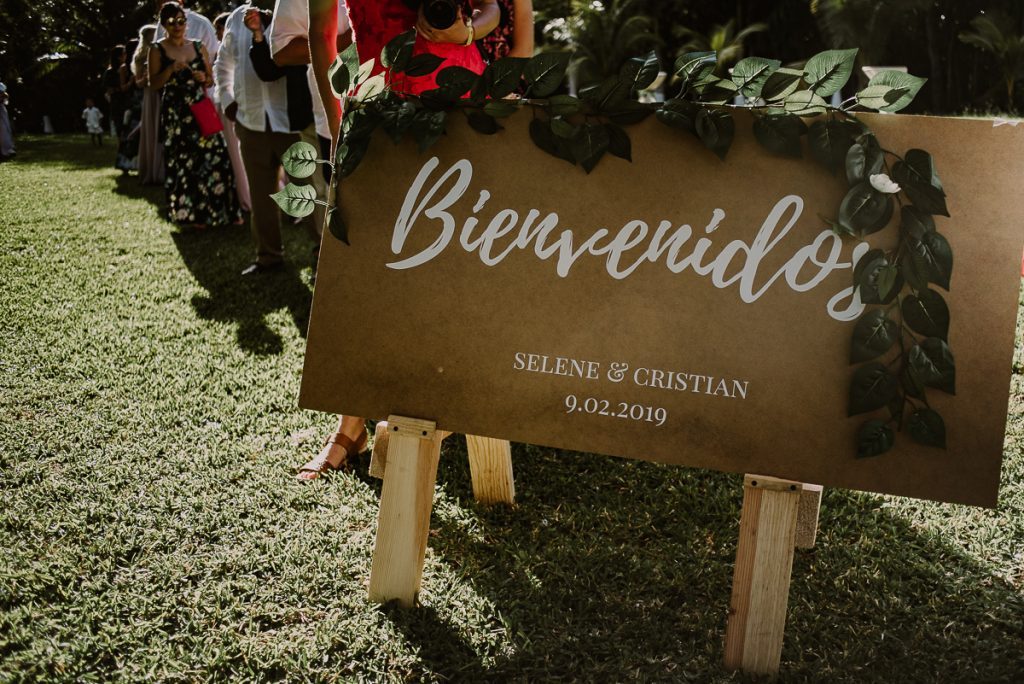 Wood wedding sign at Playa del Carmen Garden Wedding. Caro Navarro Photography
