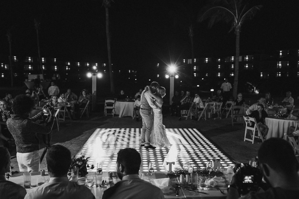 Bride and groom first dance moment at Moon Palace Nizuc Cancun, Mexico. Caro Navarro Wedding Photography