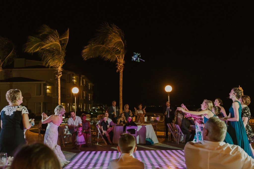 Bouquet toss at Moon Palace Nizuc Cancun Wedding by Caro Navarro Photography