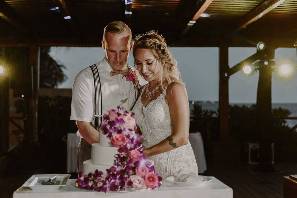 Wedding cake cutting at Now Sapphire Riviera Cancun, Mexico. Caro Navarro Photography