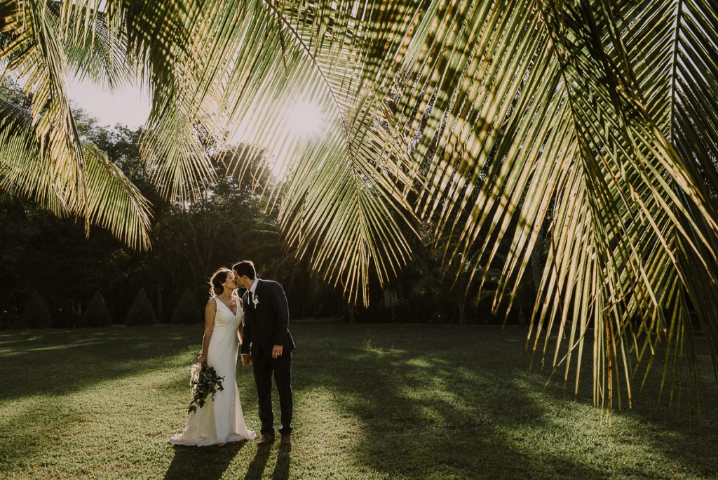 Bride and groom tropical garden portraits with natural light by Caro Navarro Mexico Wedding Photography