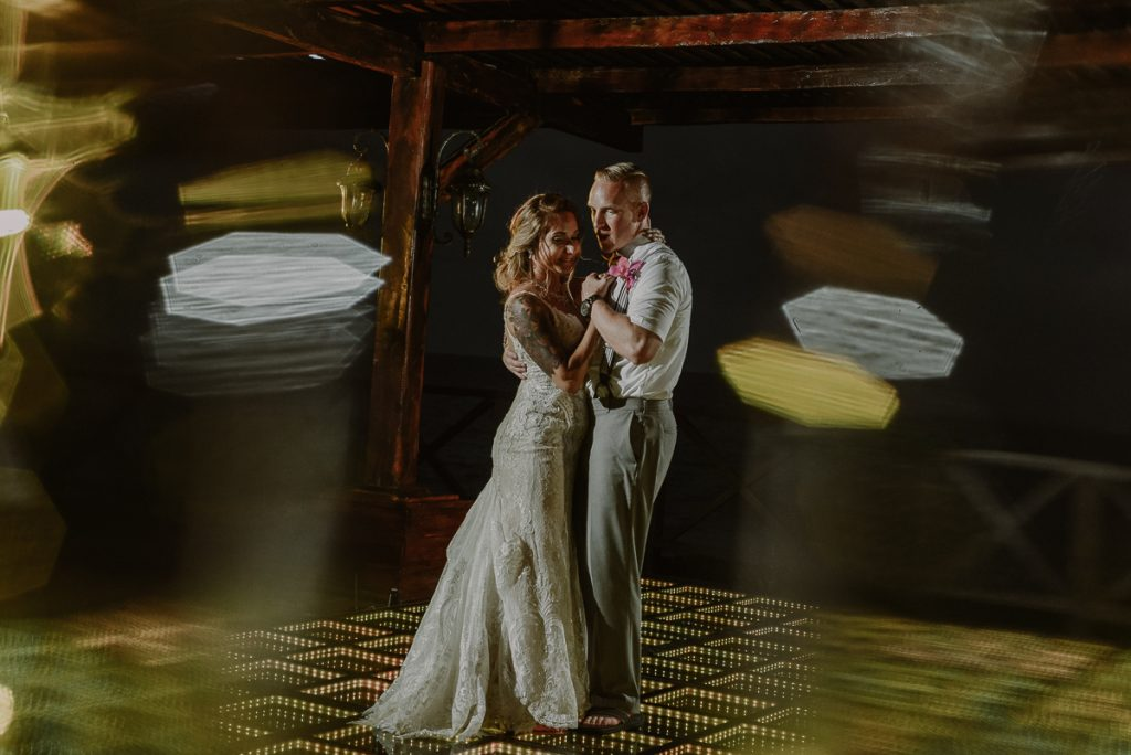 Bride and groom first dance at Now Sapphire Riviera Cancun Tequila Terrace. Caro Navarro Photography