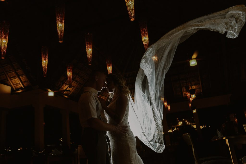 Bride and groom night portraits with wedding veil at Now Sapphire, Mexico. Caro Navarro Photography