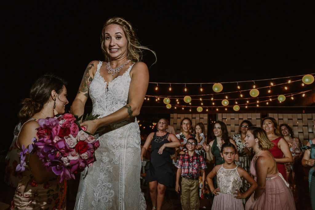 Now Sapphire Riviera Cancun Bouquet toss moment by Caro Navarro Photography