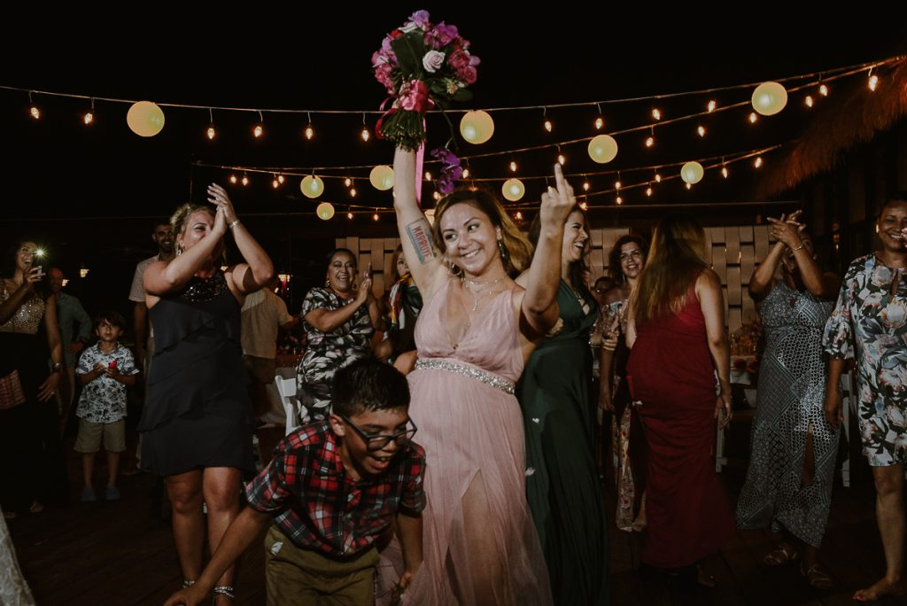 Wedding bouquet catch. Now Sapphire Riviera Maya, Mexico.  Caro Navarro Photography