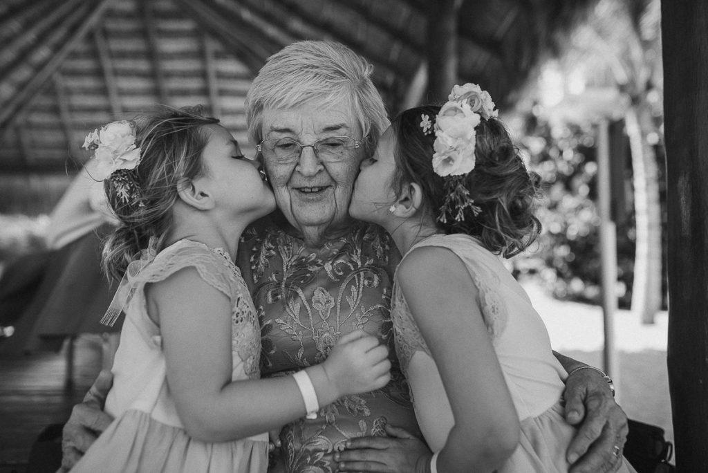 Family love. Royalton Riviera Cancun Wedding in Mexico by Caro Navarro Photography