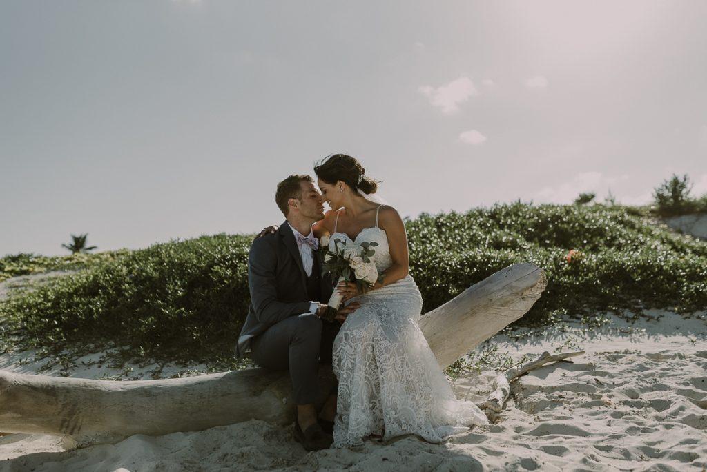 Bride and groom beach portraits at Royalton Riviera Cancun. Caro Navarro Wedding Photography