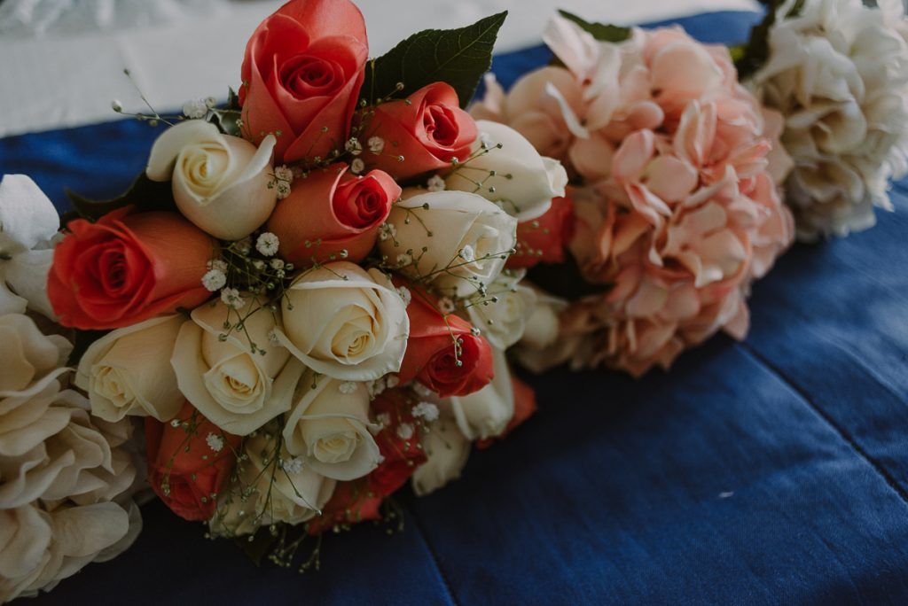 Roses bridal bouquet at Riu Caribe Cancun Wedding. Caro Navarro Photography