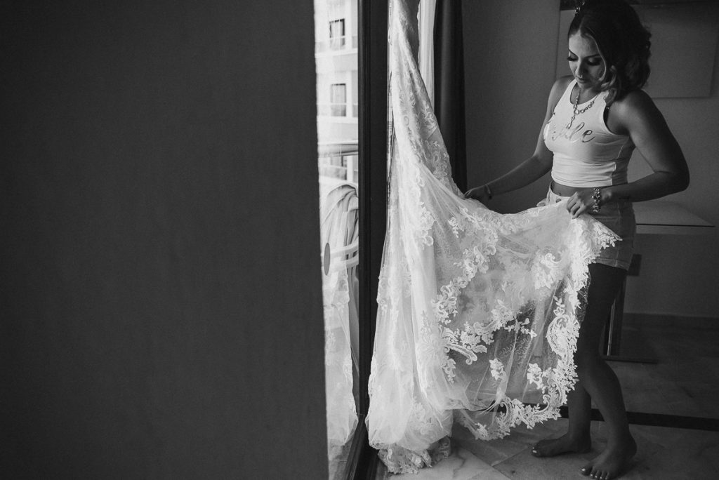 Bride portrait with wedding dress at Riu Caribe Wedding. Caro Navarro Photography
