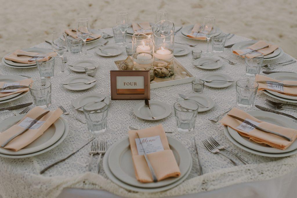 Wedding table decor at Royalton Riviera Cancun. Caro Navarro Photography
