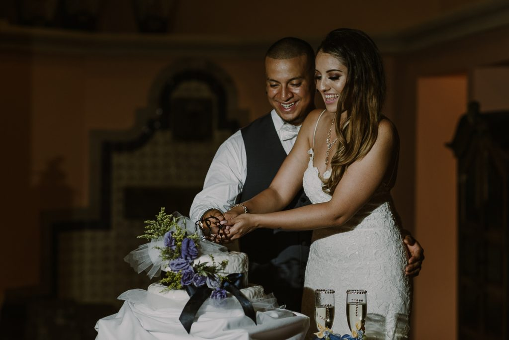 Cake cutting moment at Riu Caribe Cancun wedding reception by Caro Navarro Photography