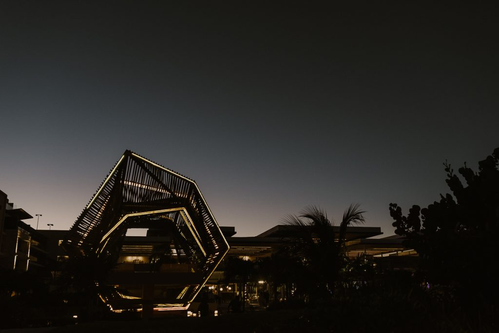 Modern wedding gazebo at sunset. Royalton Riviera Cancun, Mexico. Caro Navarro Photography
