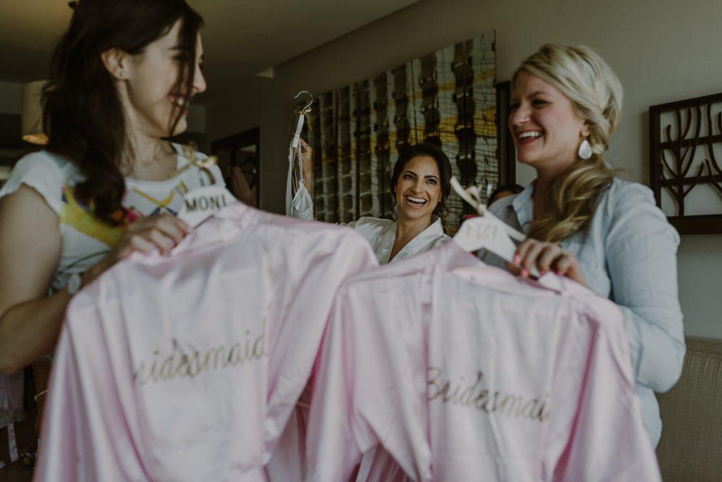 Pink bridesmaids robes and bride at Royalton Riviera Cancun, Mexico. Caro Navarro Photography
