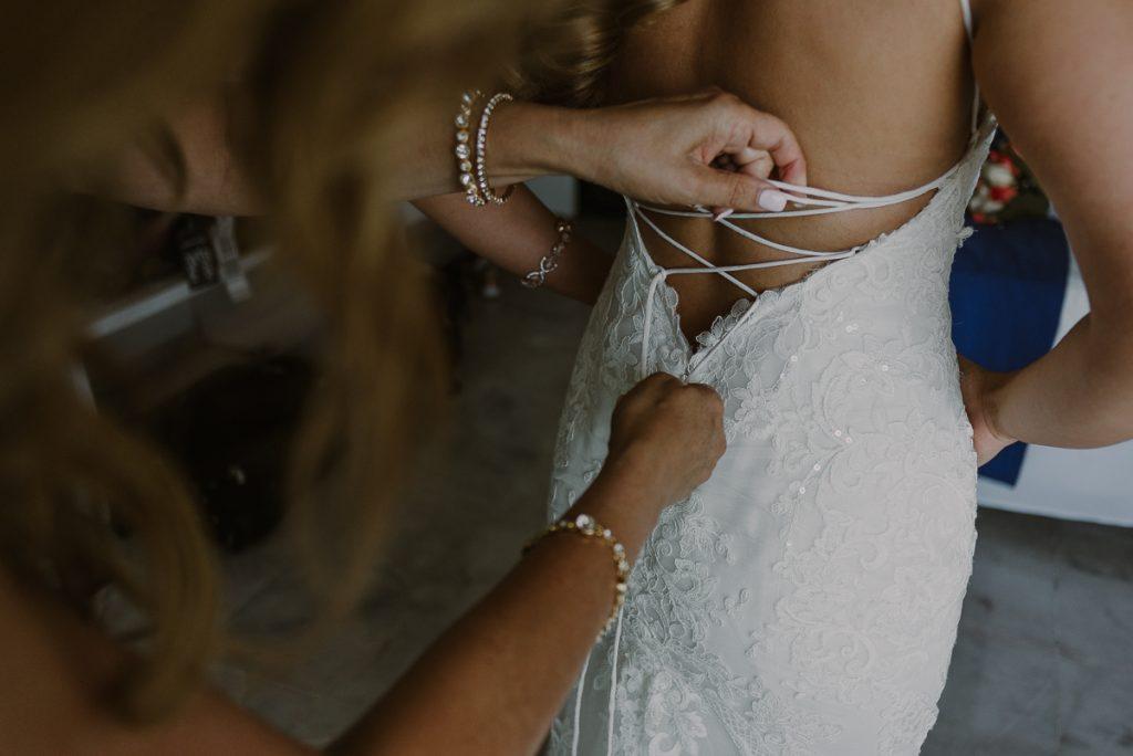 Bride getting ready at Riu Caribe, Cancun, Mexico. Caro Navarro Wedding Photography