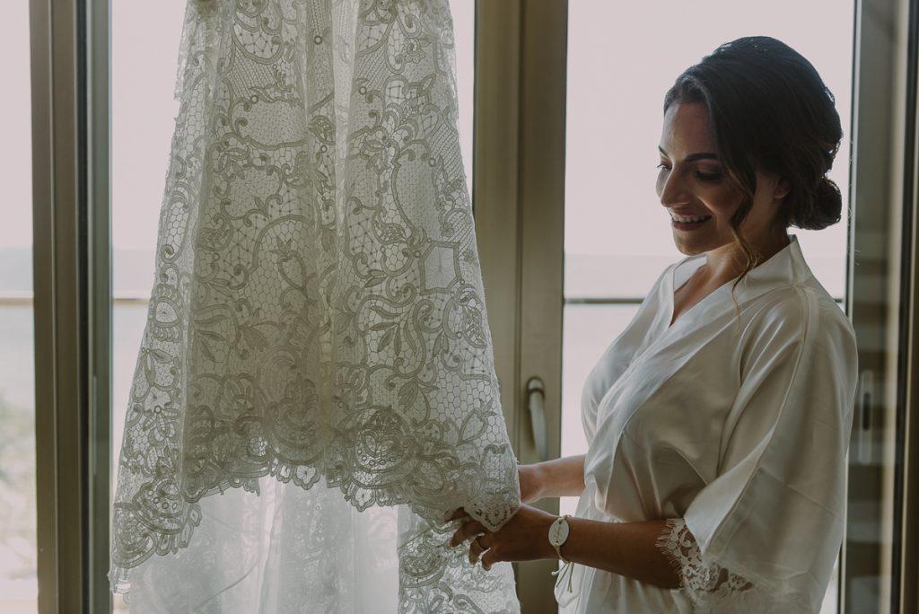 Bride and lace wedding dress at Royalton Riviera Cancun. Caro Navarro Photography