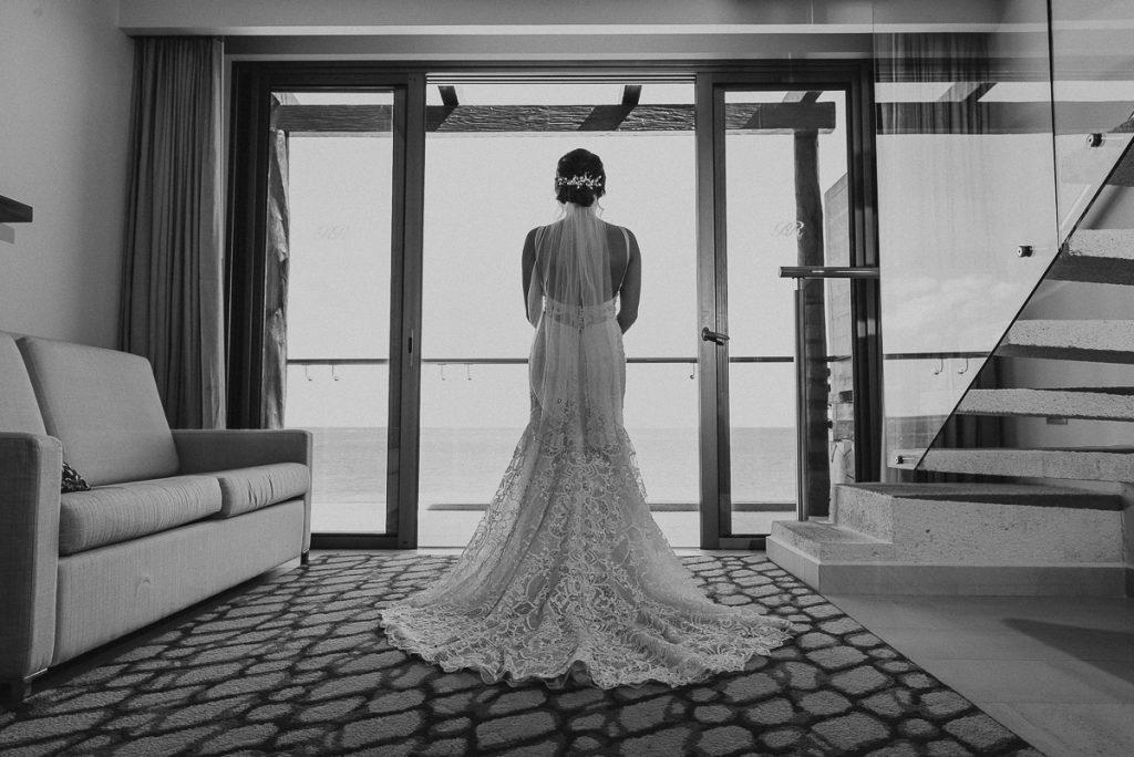 Bridal portrait in black and white at Royalton Riviera Cancun, Mexico. Caro Navarro Wedding Photography