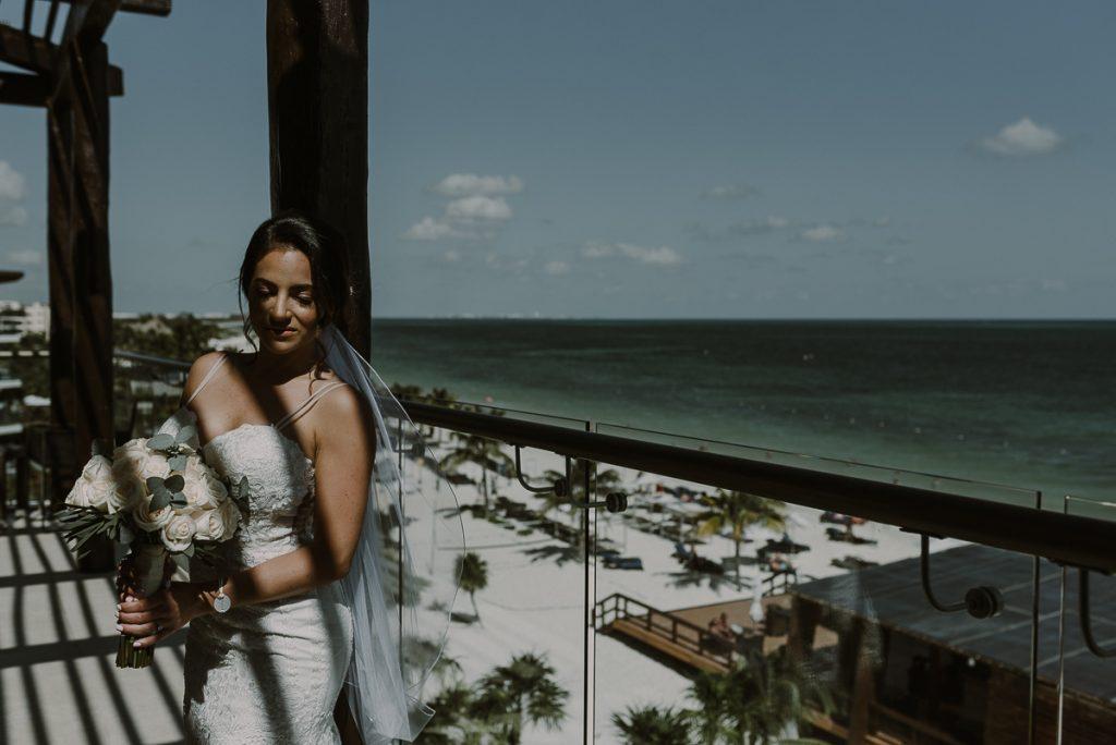 Destination bride at Royalton Riviera Cancun, Mexico. Caro Navarro Wedding Photography