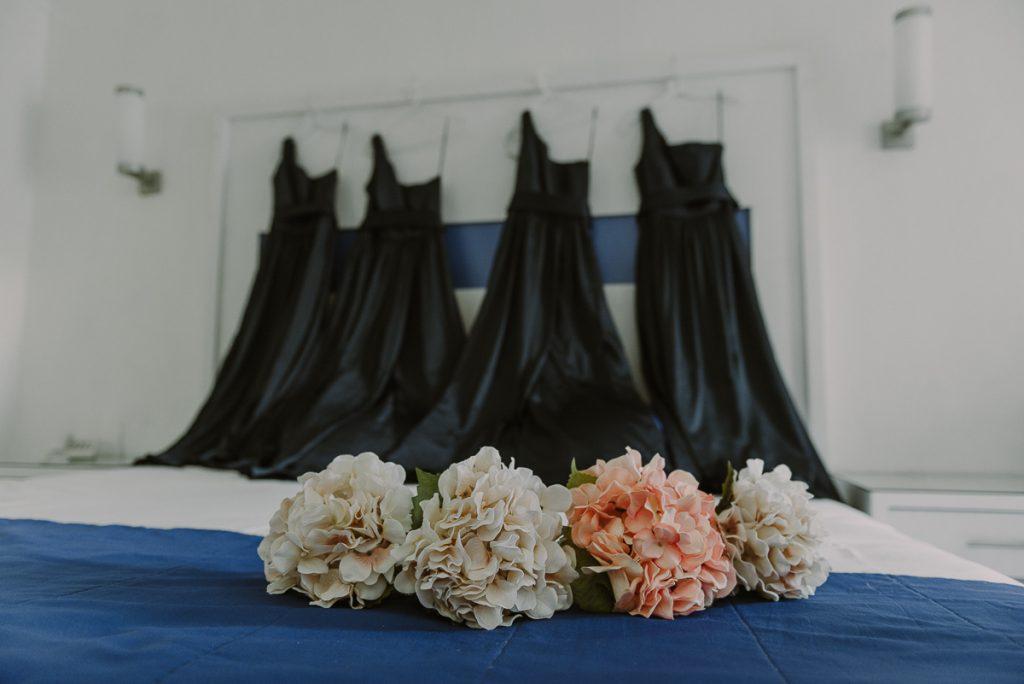 Navy blue bridesmaids dresses and silk bouquets at Riu Caribe Wedding. Caro Navarro Photography