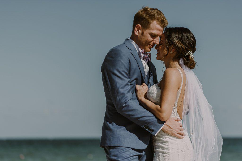 Destination bride and groom portraits at Royalton Riviera Cancun Mexico. Caro Navarro Photography