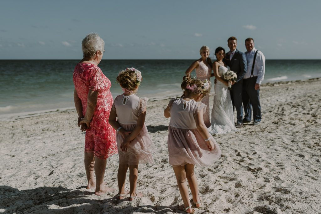 Wedding photos at Royalton Riviera Cancun, Mexico. Caro Navarro Photography